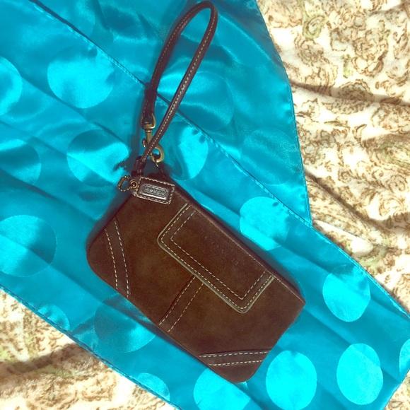 Coach Handbags - 🔸3/$25🔸Coach Wristlet/Makeup Pouch (Free Gift)